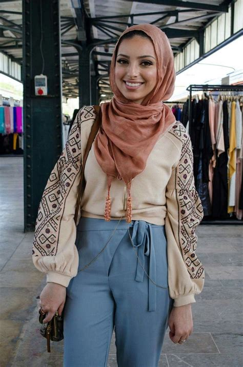 Noor Tagouri - the first hijab wearing news anchor on